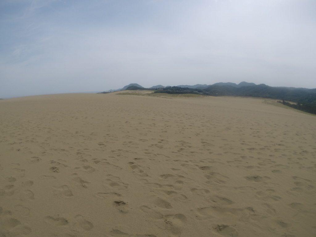 薄い雲に覆われていることが多かった鳥取砂丘