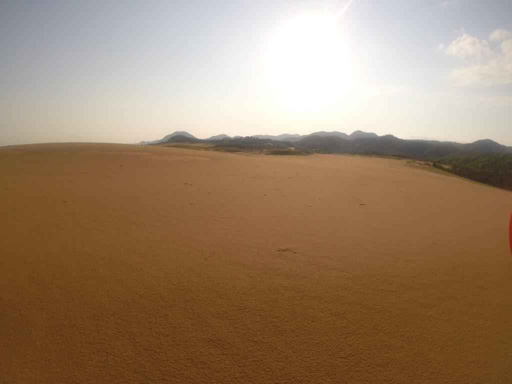 神々しい朝日が出てきた鳥取砂丘