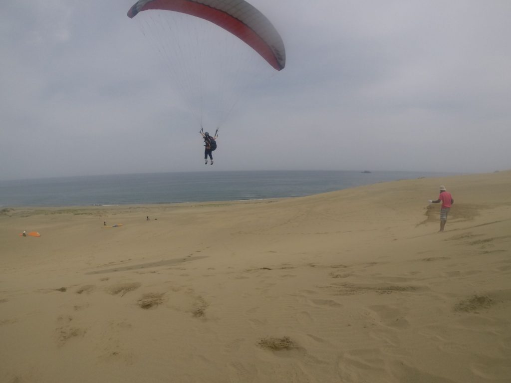 何度も丘の上から飛び出して、じっくり初飛行を楽しみました