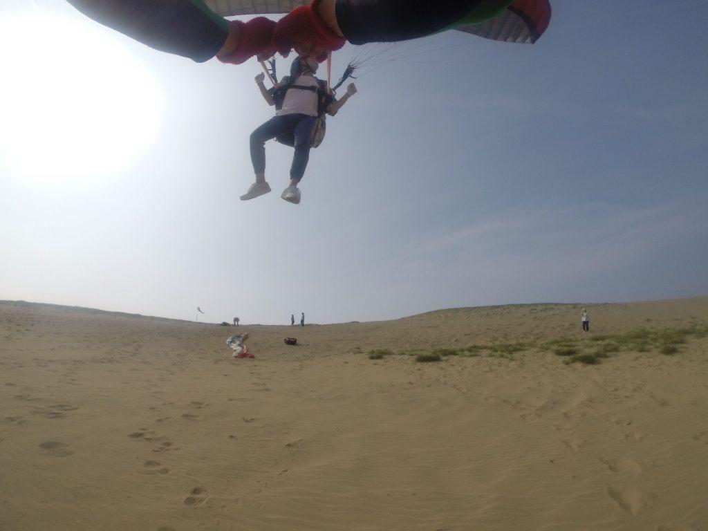 砂丘を見渡しながらスカイウォーキング