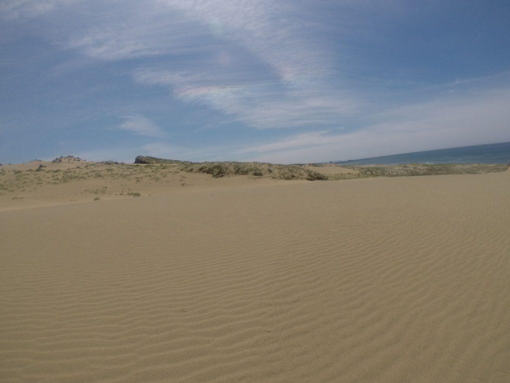 彩雲が鮮やかに現れた鳥取砂丘