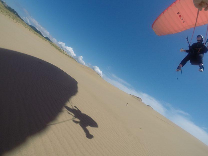鮮やかな風紋の上を、気持ちよくミニミニ空の旅