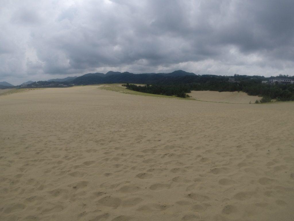いつになく雲が多めの鳥取砂丘