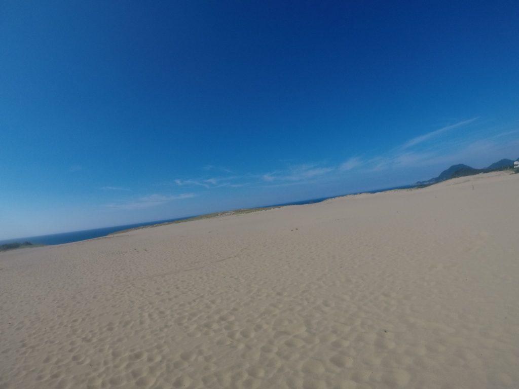 久しぶりに真っ青な空が広がった鳥取砂丘
