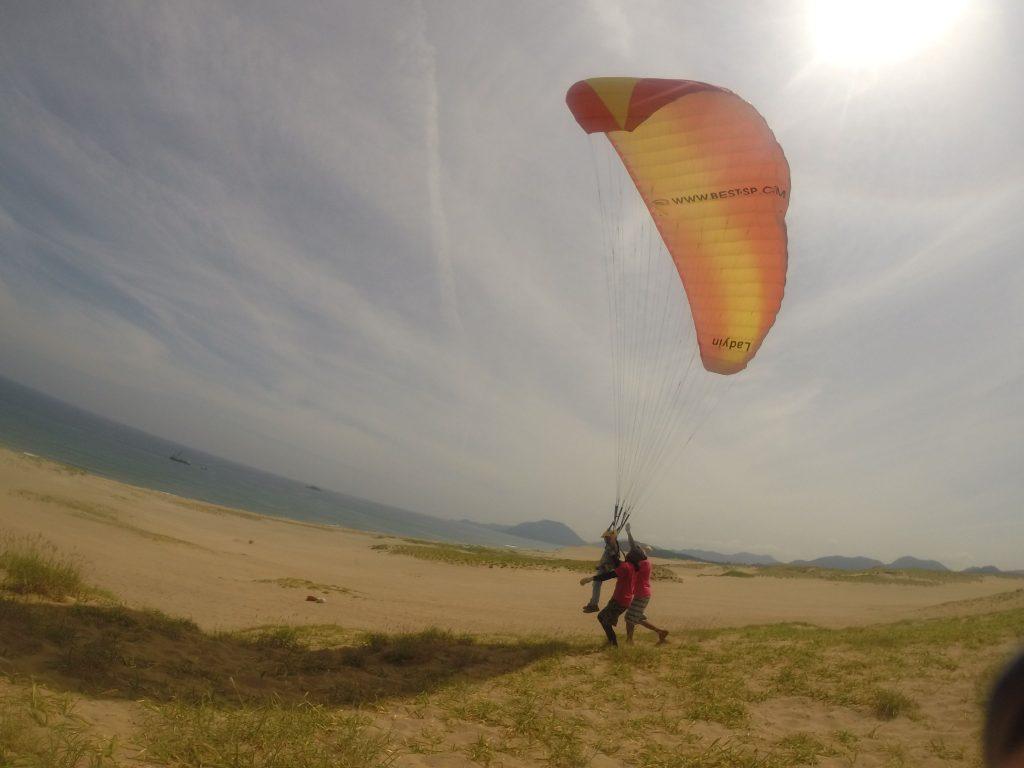 海側の丘の上から、そっと風を受けてスタート