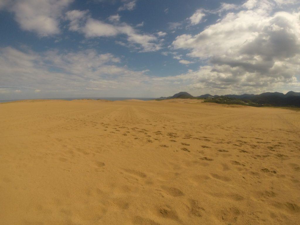 天気予報と異なり、まだしっかり晴れていた鳥取砂丘