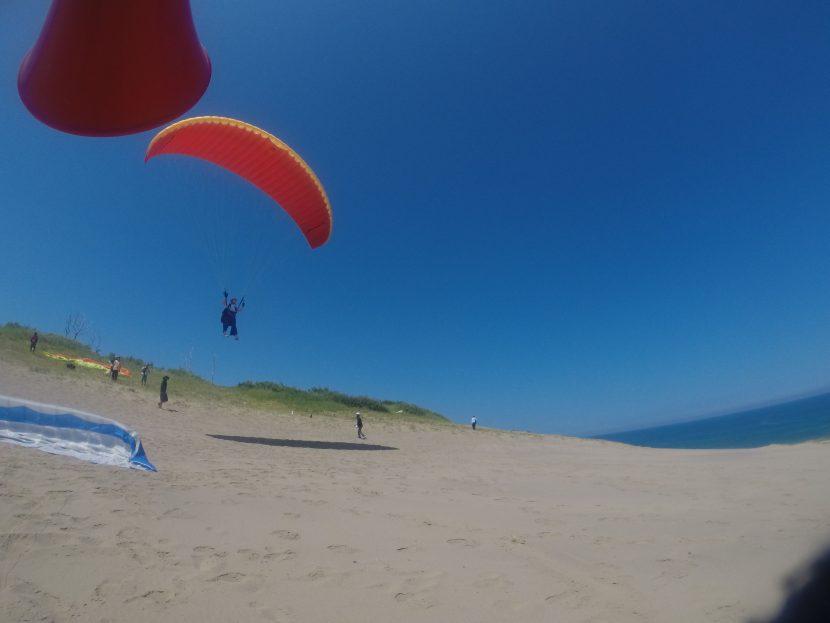 思ったより快適な砂丘にて、思う存分パラグライダー