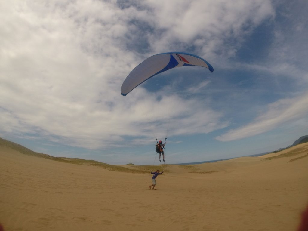 緩斜面を駆けあがってくる風をとらえて、トーイングスタイルで余裕の飛行