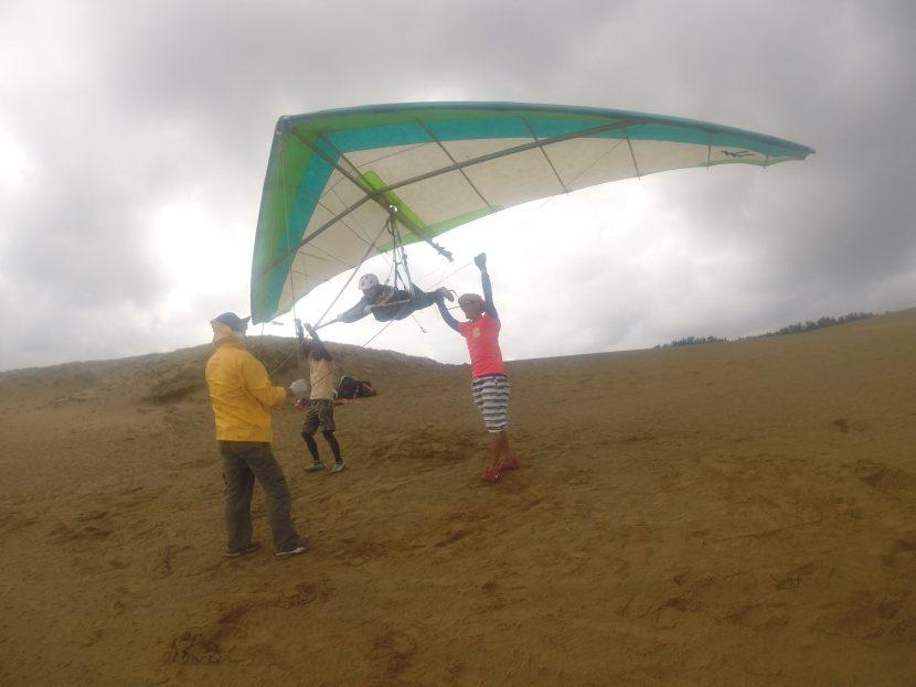 そして風の勢いが増したところで、最後はハンググライダーにもトライ!!