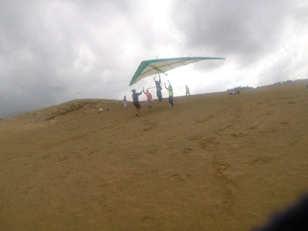 ハンググライダーにはちょうどいい風で、手軽に飛んでみるところから