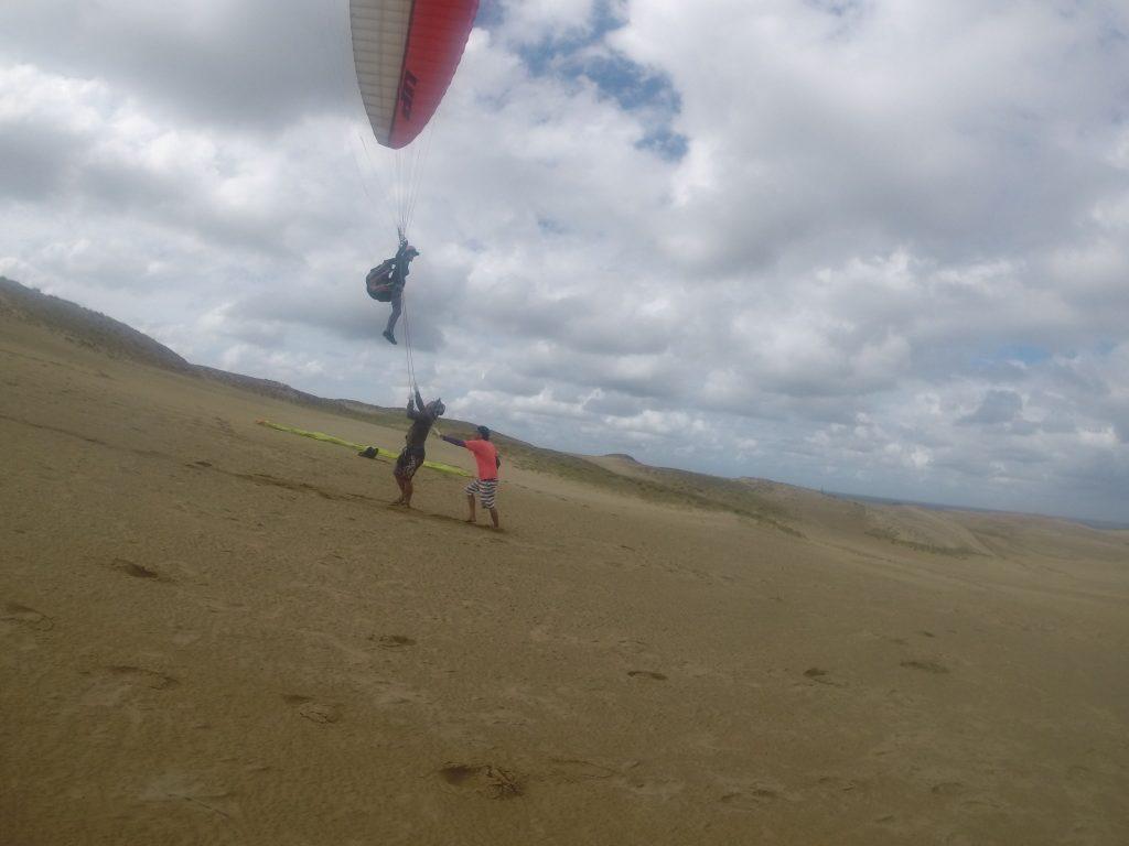 そして風が弱まったところで、最後はパラグライダーに挑戦