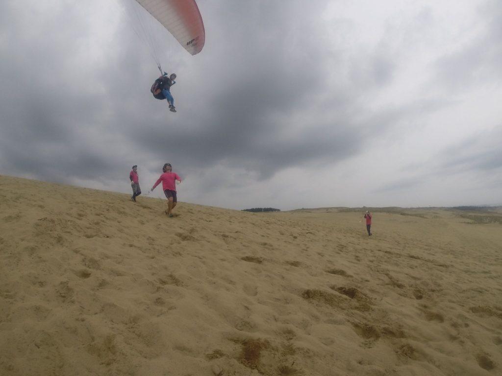あっという間に空中に躍り出て、不思議な浮遊感がダイレクトに伝わってきます