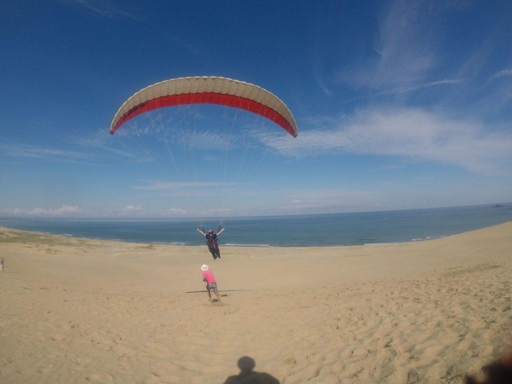 ふわっと空中に躍り出て、絶景を空から楽しむ