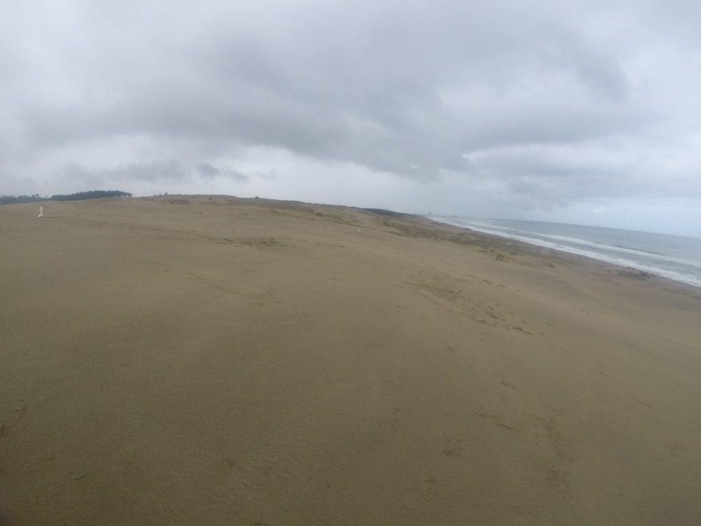 いつも遠くに雨雲が眺められた鳥取砂丘