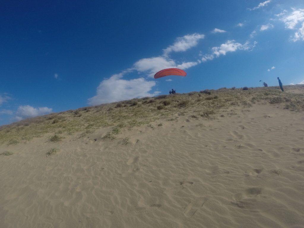 思ったほど風が強くなかったので、今後はパラグライダーに乗り換えて