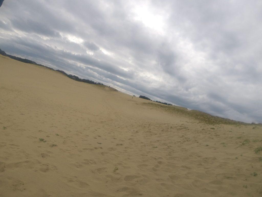 西の空からだんだん雲が増えてきた鳥取砂丘