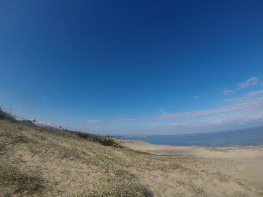 やはり雲は多めながらも、波音が静かに響く鳥取砂丘