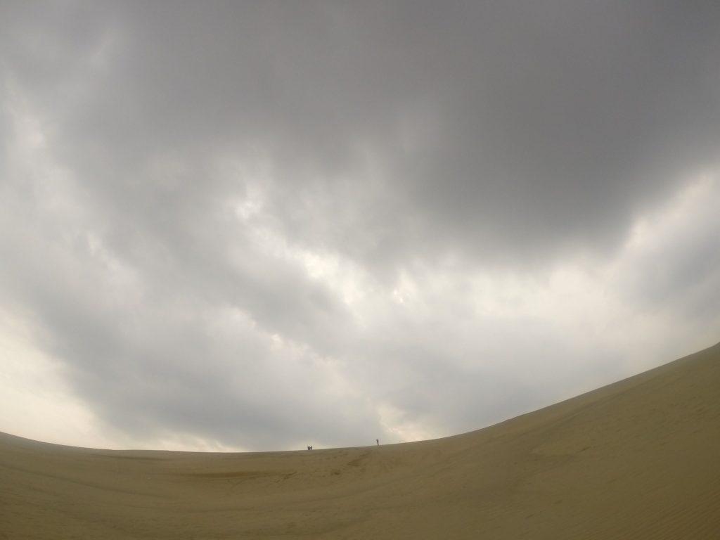 どっぷり雲に覆われて、ほとんど風が感じられなかった水曜日の砂丘