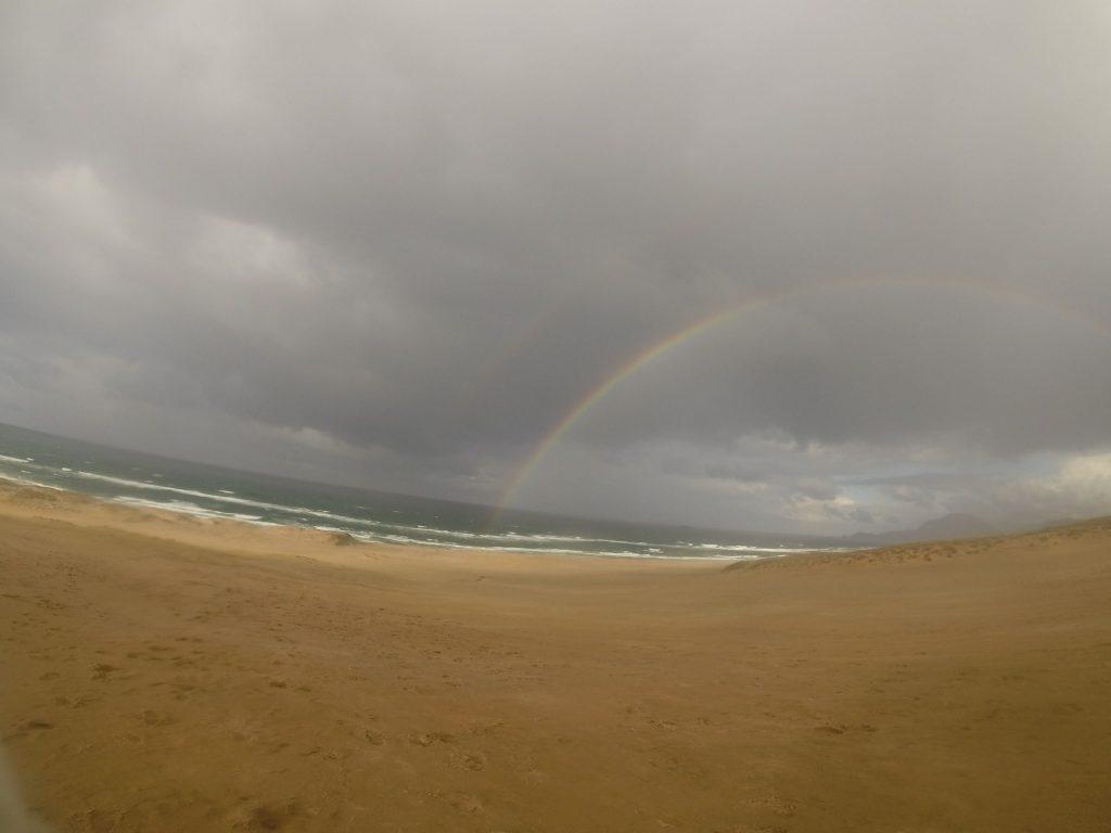 ほれぼれするような美しい虹が現れた鳥取砂丘