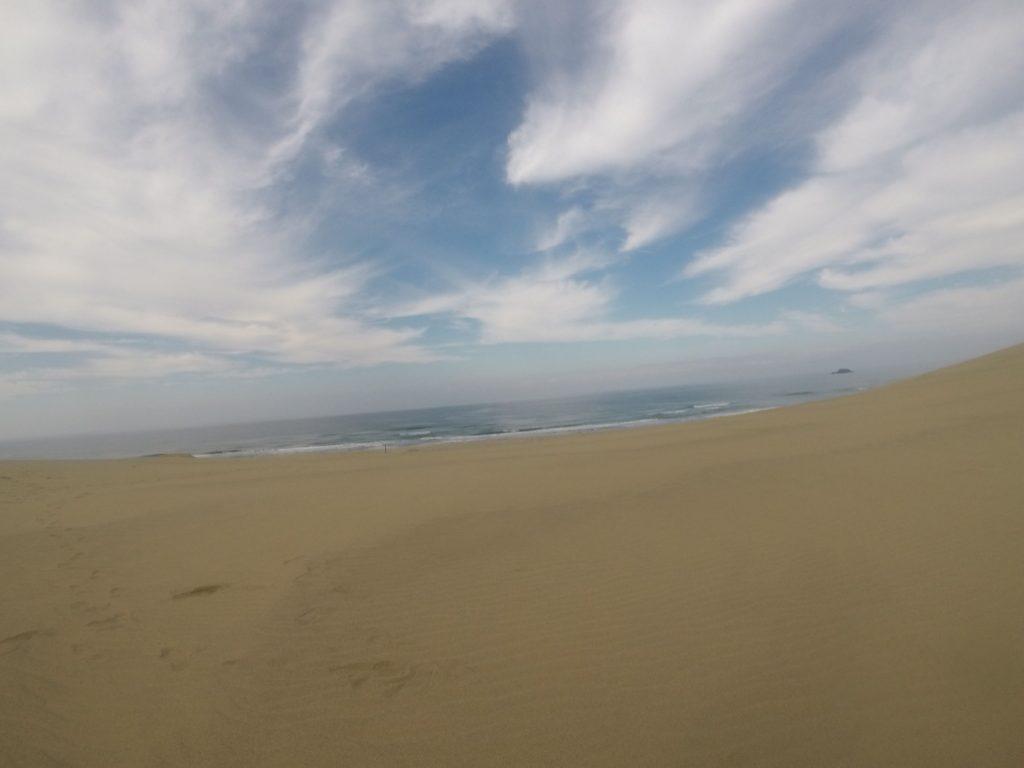 雲が広がって、日差しが柔らかかった連休明けの鳥取砂丘