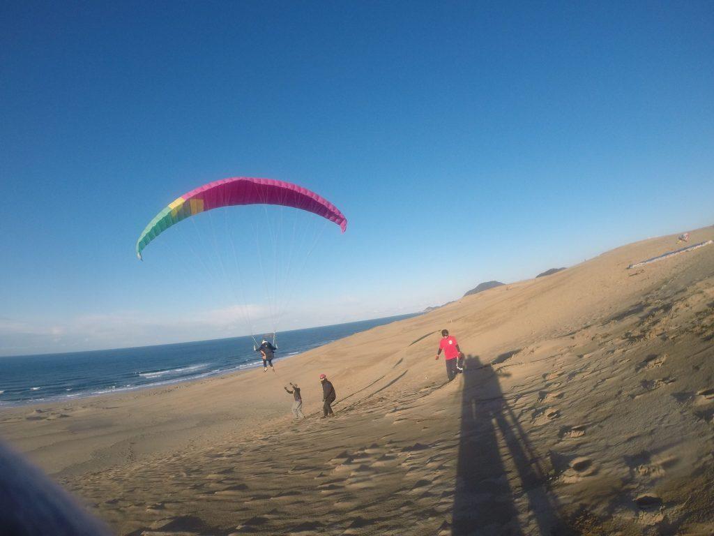 風の強いタイミングでは、トーイング方式で風とのバランスをとって浮遊