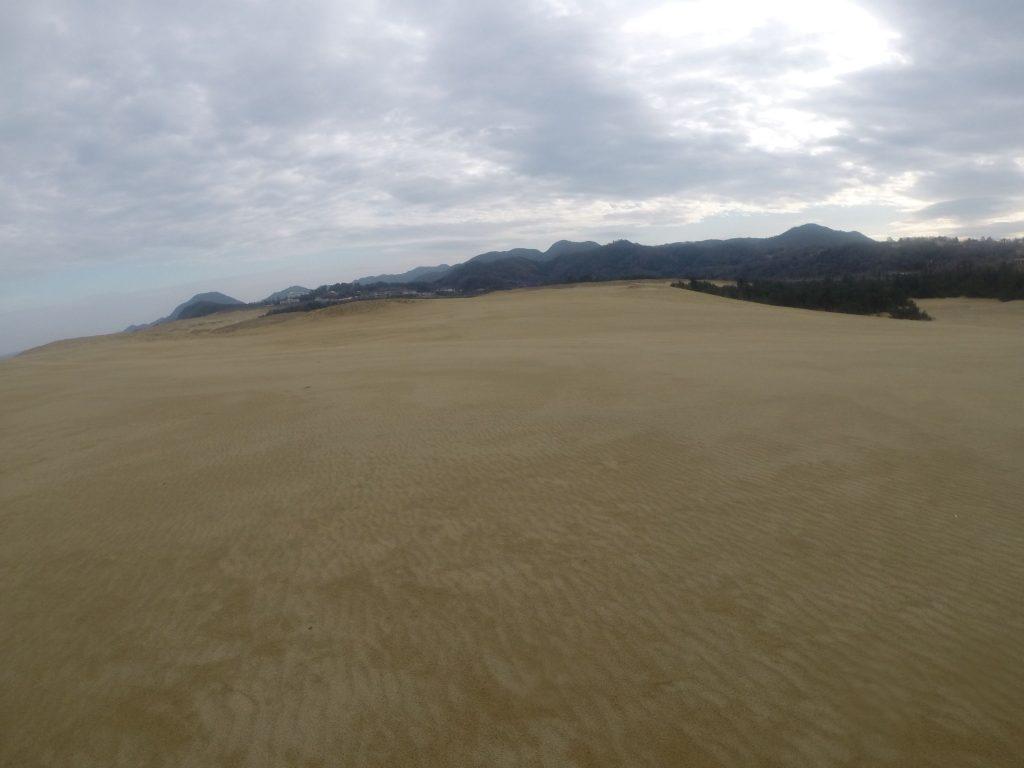 だんだん雲が厚くなってきたクリスマス前の鳥取砂丘