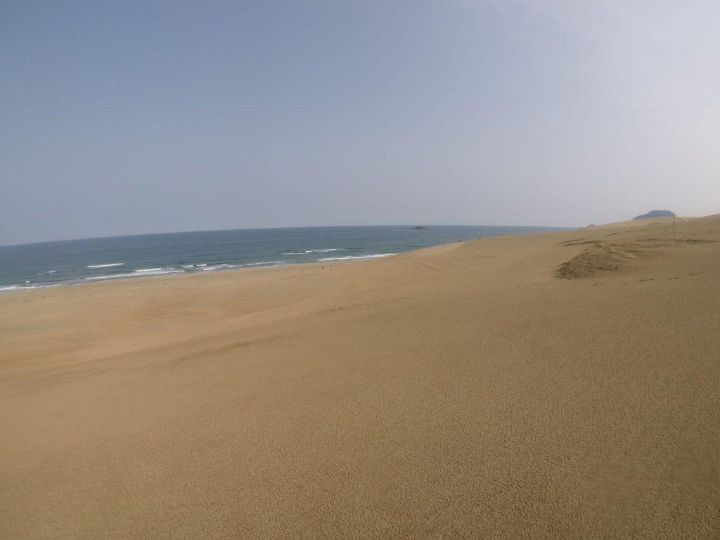 のっぺりした表面が広がる鳥取砂丘