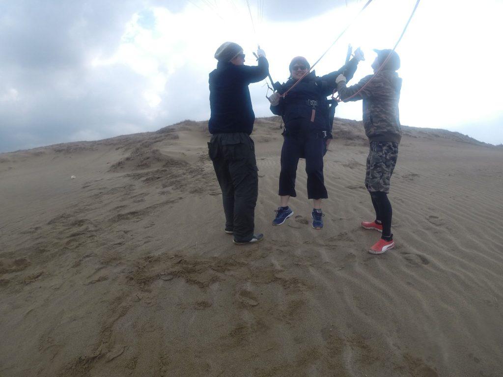 風が強めなので、じっくり地上で練習中