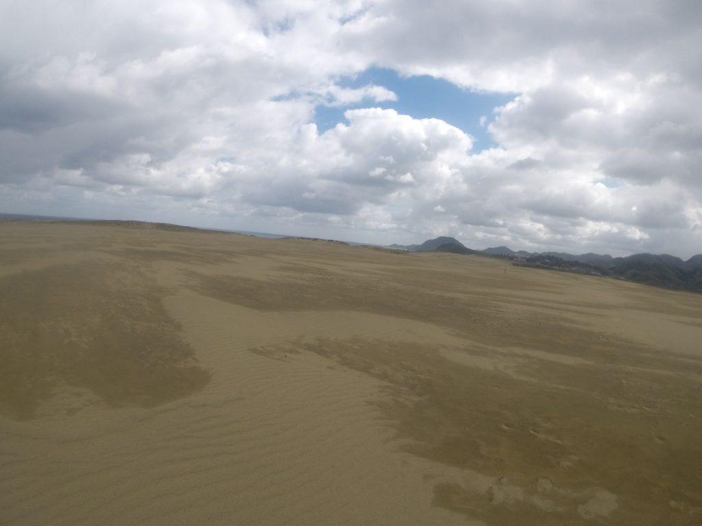 雨やみぞれがたまに通り過ぎた鳥取砂丘