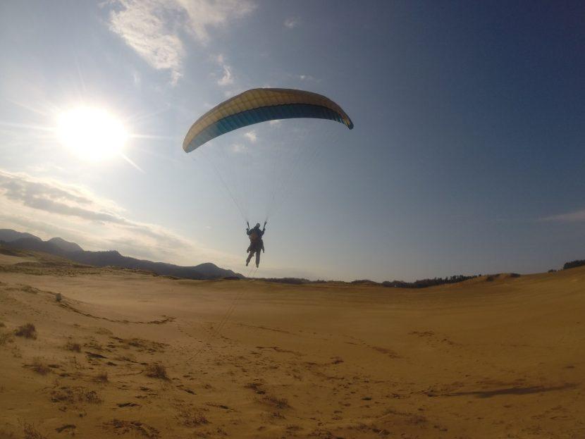 強めながらも安定した南風が吹いた朝の鳥取砂丘