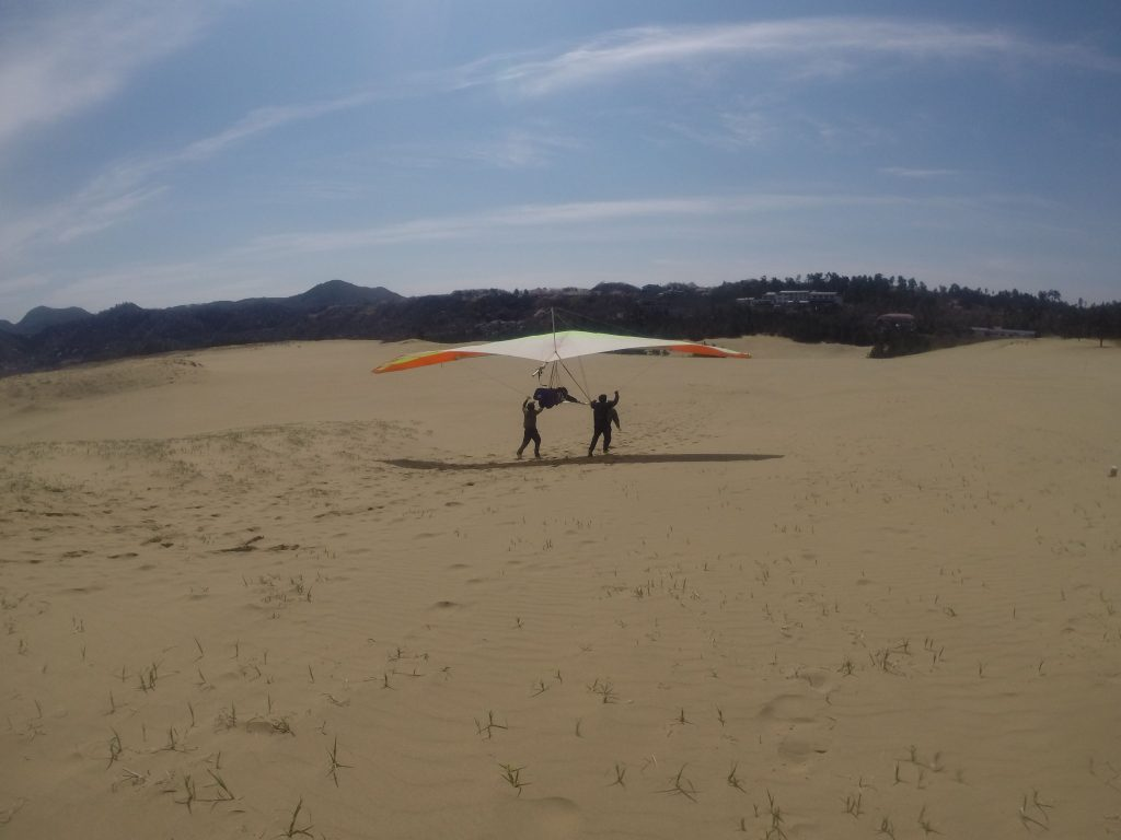 強い風を利用して、たっぷりハンググライダーで遊べました