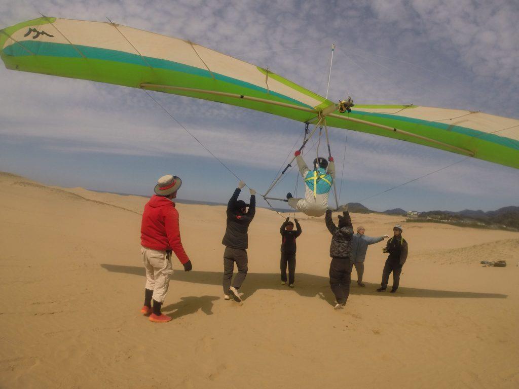 こんな時、風に乗りやすいのはハンググライダー