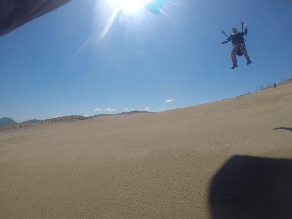 気持ちよく大空間を滑空中