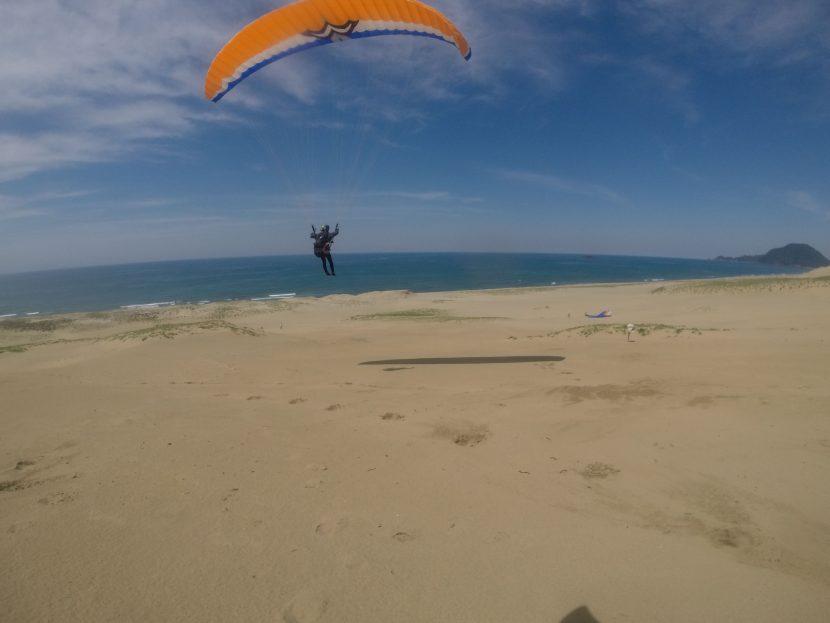 のびやかに飛べた平日の鳥取砂丘