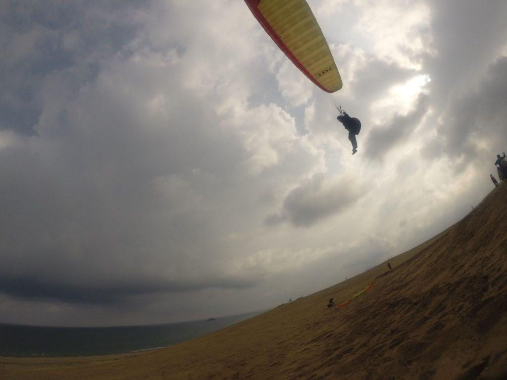 砂丘の上を大滑空