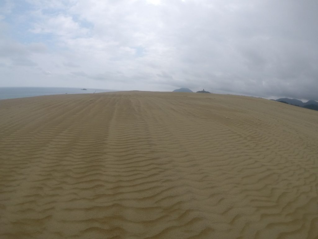 小雨がポツポツ降っていた鳥取砂丘