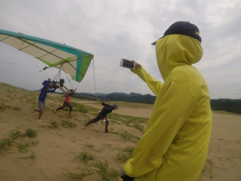 難しい南風の中ハンググライダーに挑戦