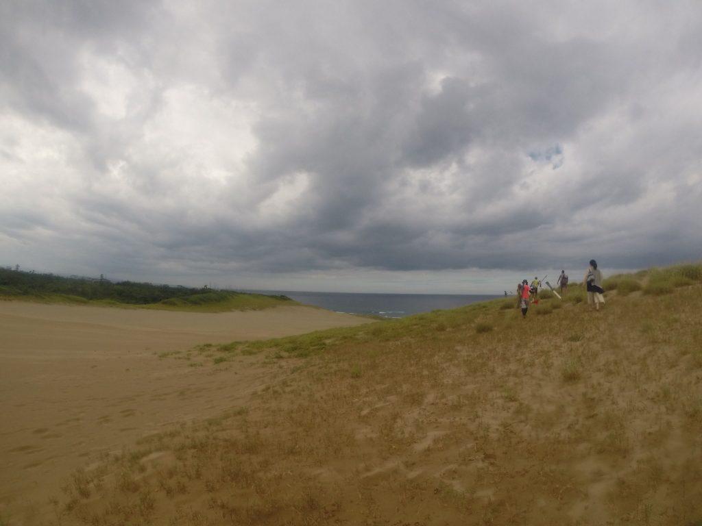 台風が過ぎ去った後の鳥取砂丘。 風はそんなにも強くないかも????