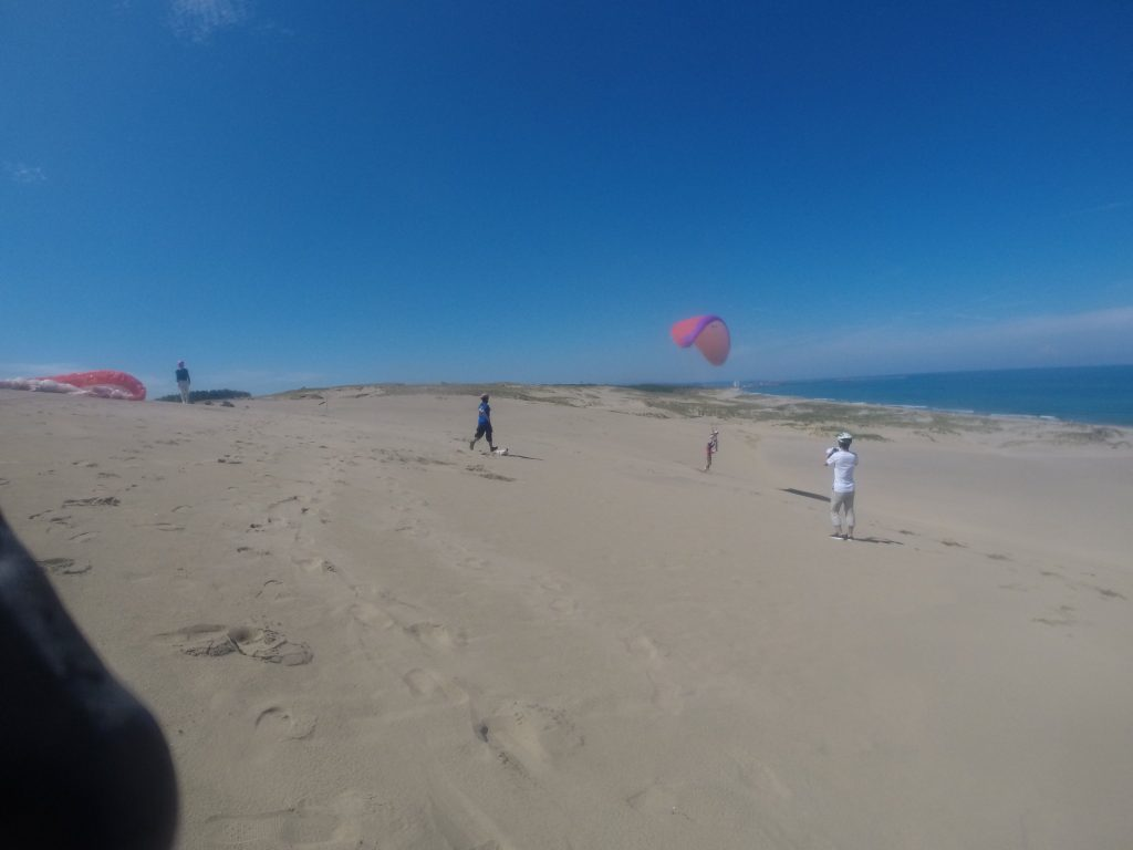 南風から海風に変わり、海に向かってのフライト。