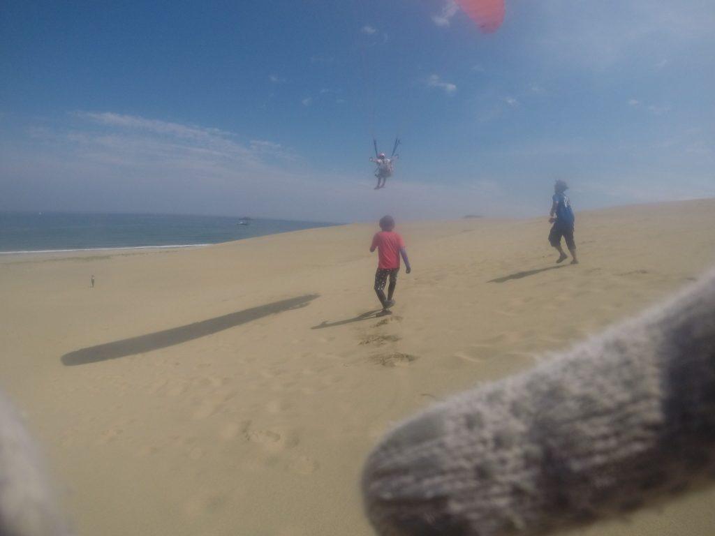 途中から風向きが変わり、海に向かって飛びました。