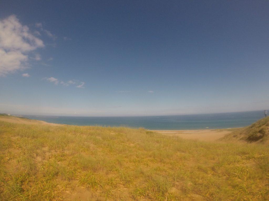 本当に綺麗な青空です。日本海の見渡しは絶景ですよ。雲もあまりなくこの空を舞いたいなあ~♪