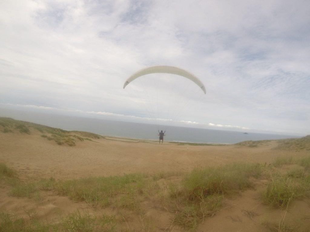 海に向かってのフライト。 曇り空が薄くなっています!