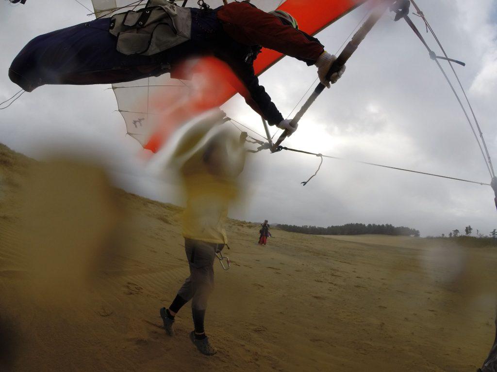 雨がぱらつく中でも、楽しげに飛んで頂けました!