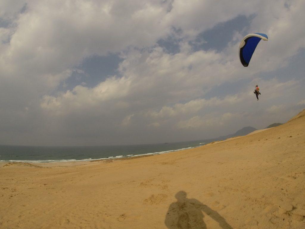 タンデムフライトなら、上空から撮影もできます! 秋の砂丘と日本海の眺めはいかが?